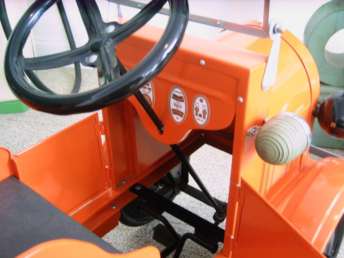 pedal tow truck 2 003.jpg