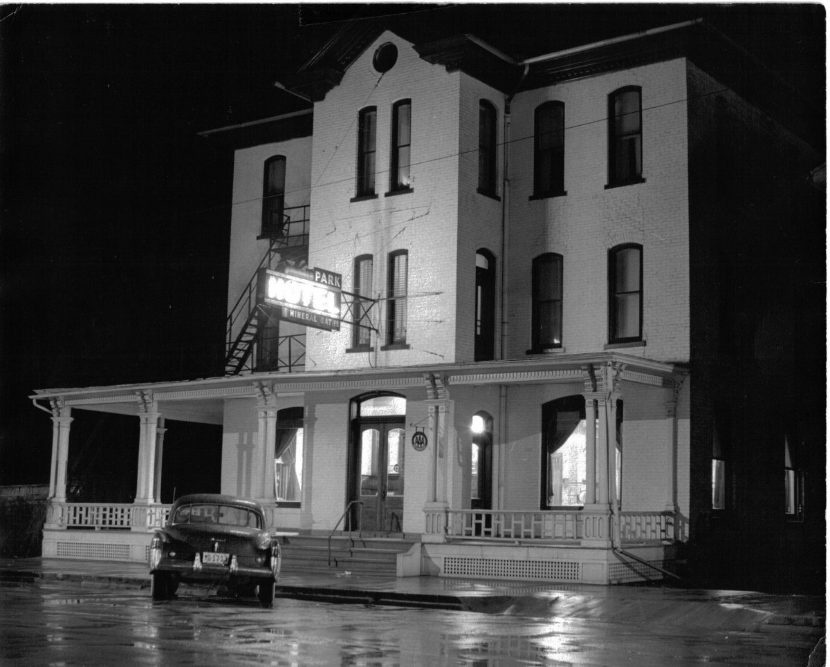 rainy night 1950s.jpg