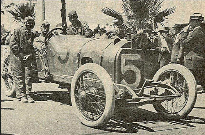 Ralph De Plma in mercer at 1913 Corona 300.JPG