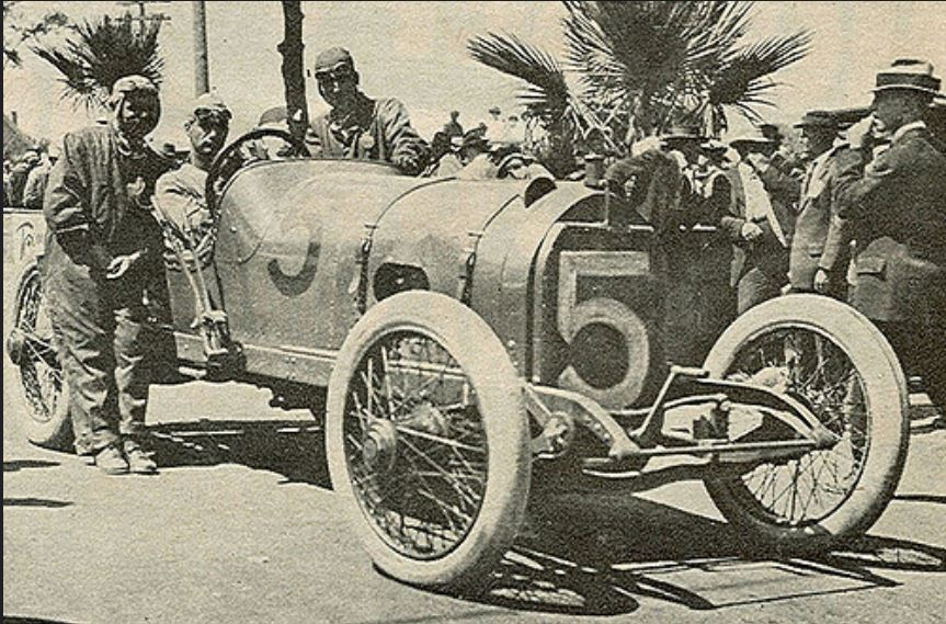 Ralph De Plma in mercer at 1913 Corona 300.JPG