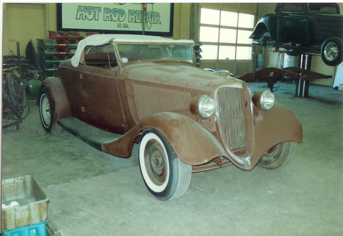 Randy 1934 Fendered Roadster.jpg