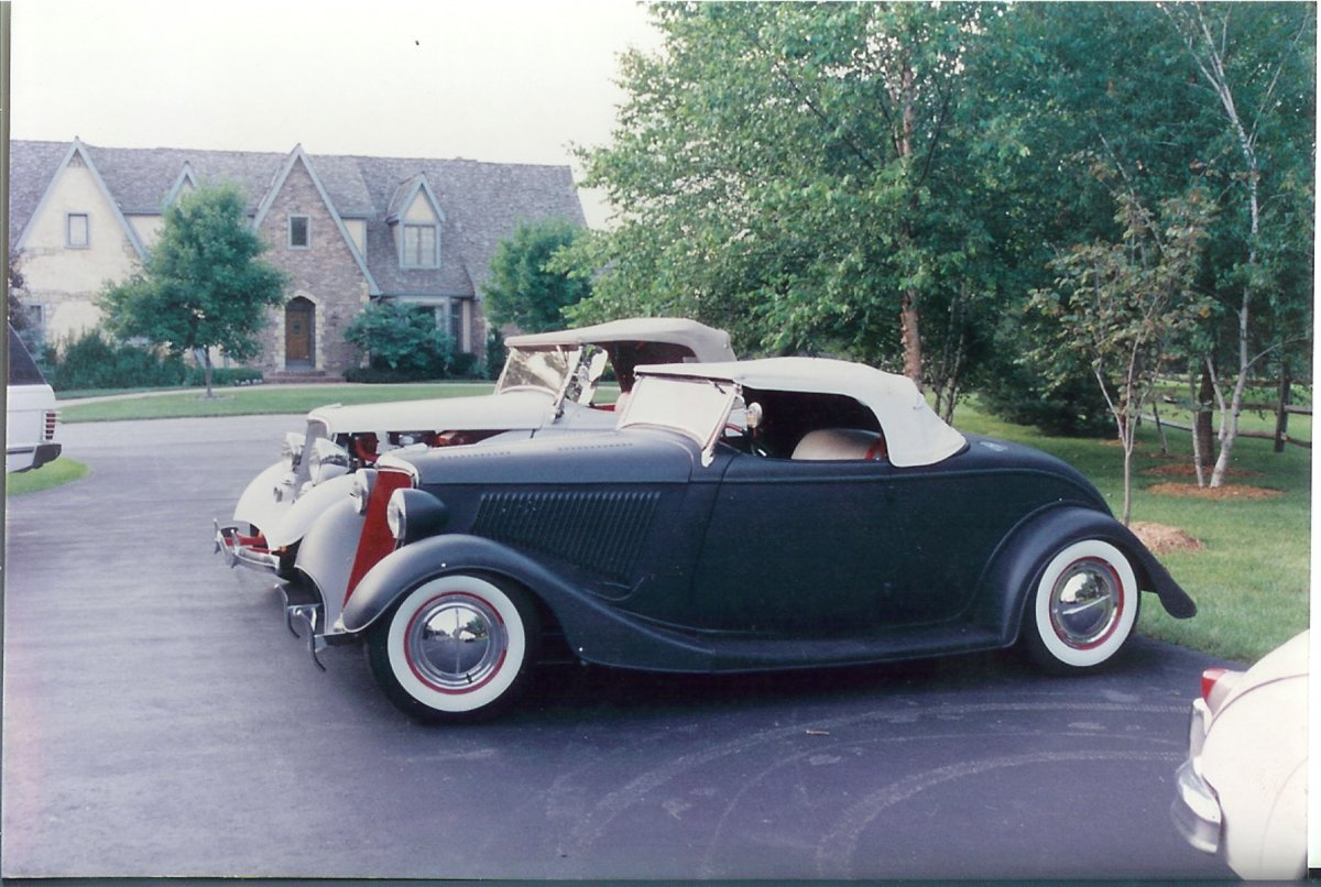 Randy 1934 Fendered Roadster4.jpg