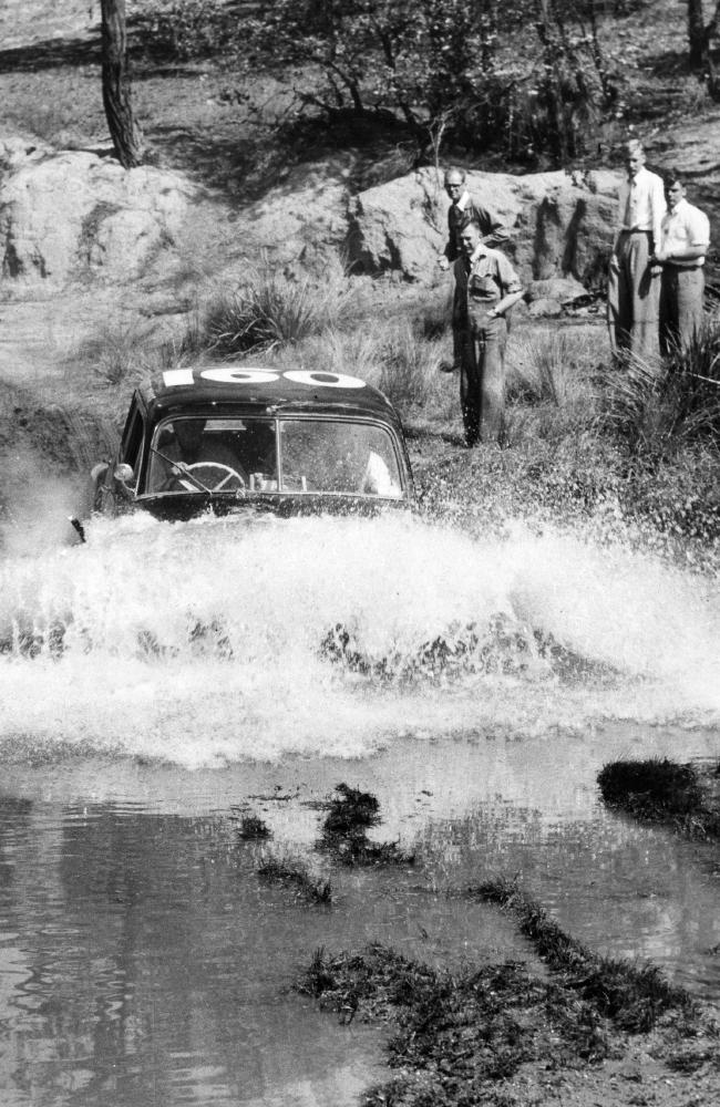 REDEX Holden crossing a ford..jpg