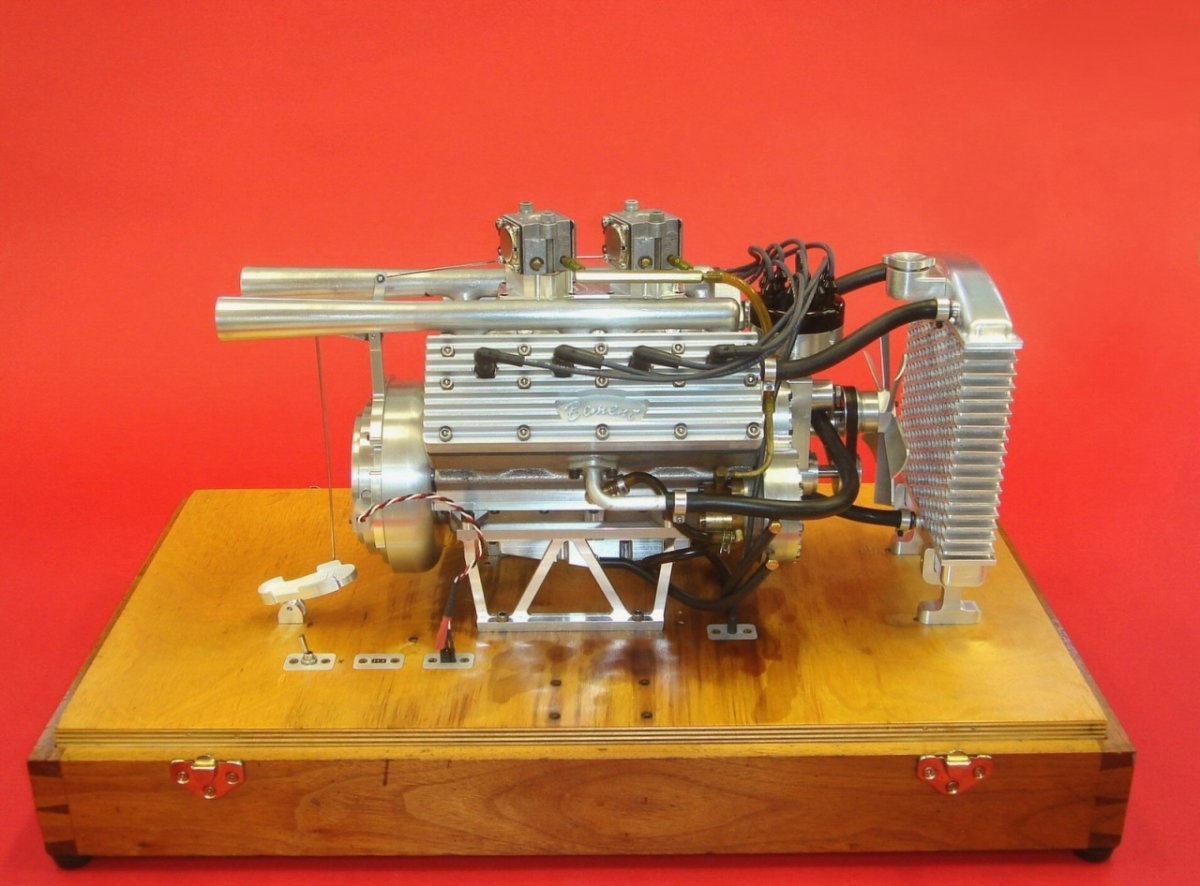 Ron Bement's Challenger Flathead V8 (2).jpg