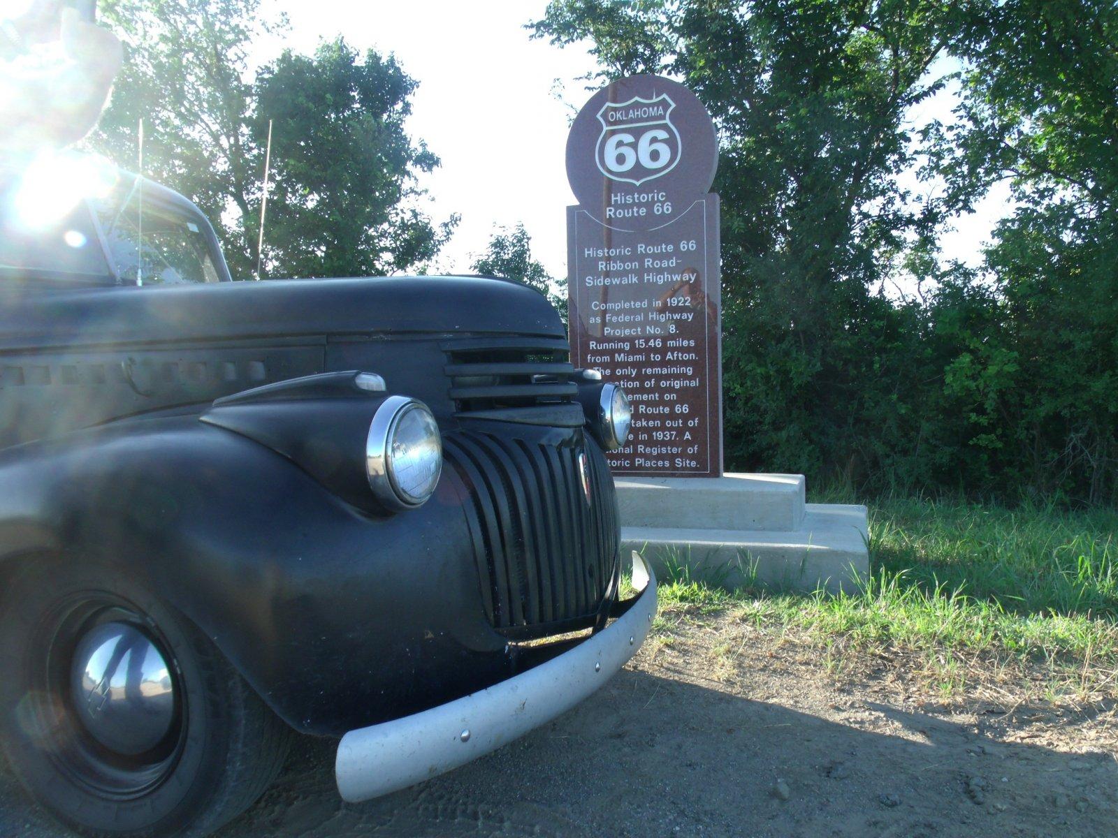 rt 66 day 2 031 sidewalk highway monument.jpg
