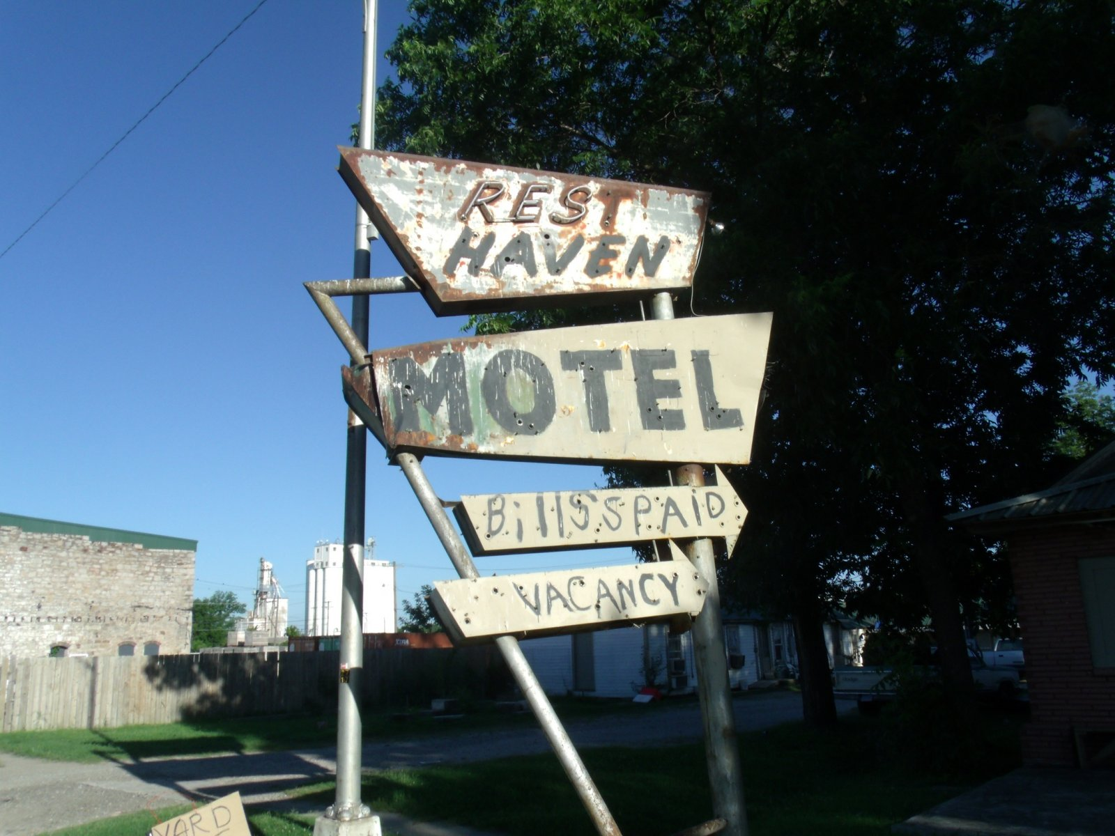 rt 66 day 2 035 rest haven sign.jpg
