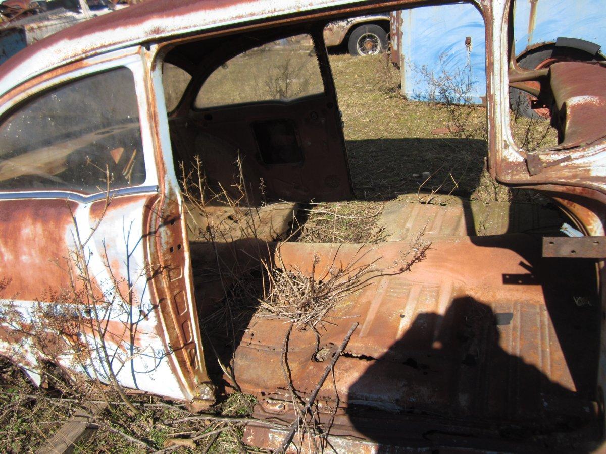 Rusty Chevrolet 010.JPG