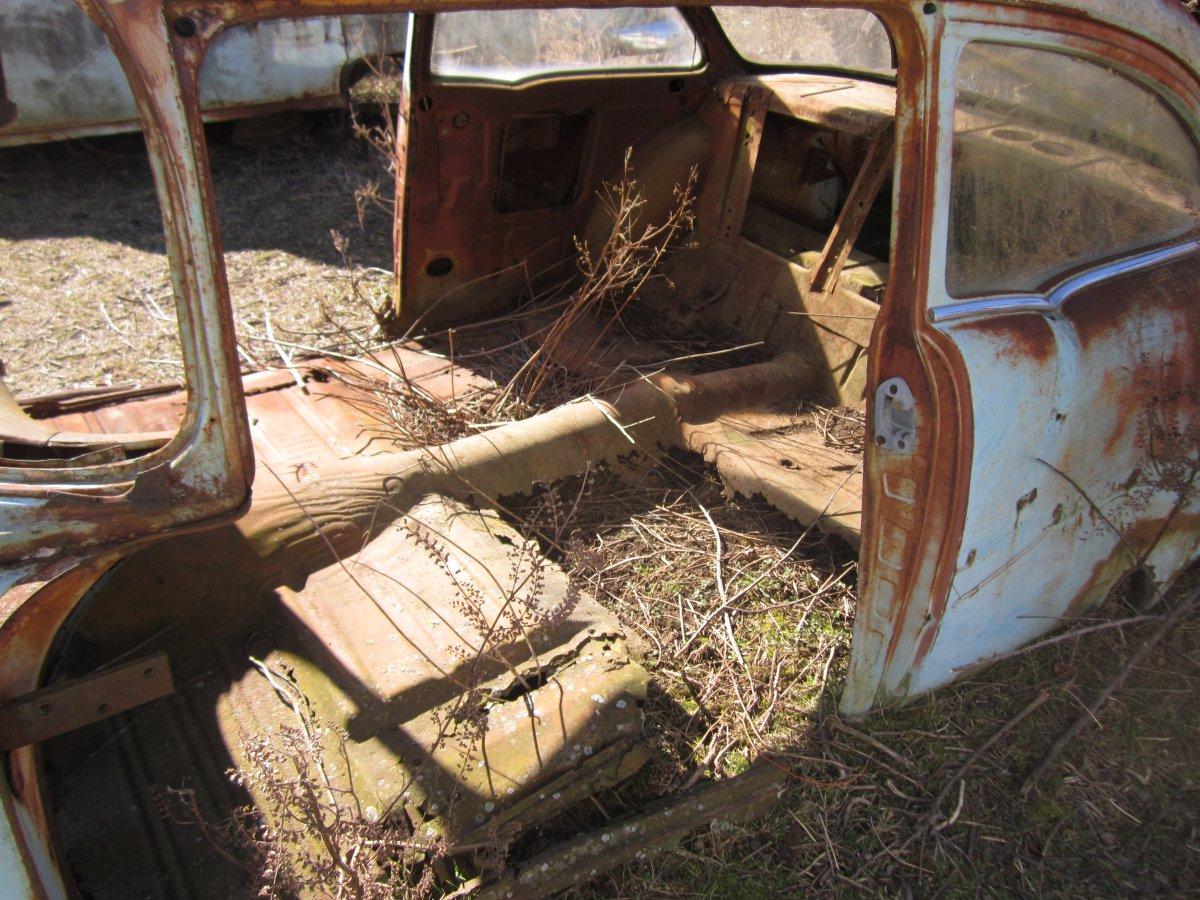 Rusty Chevrolet 011.JPG