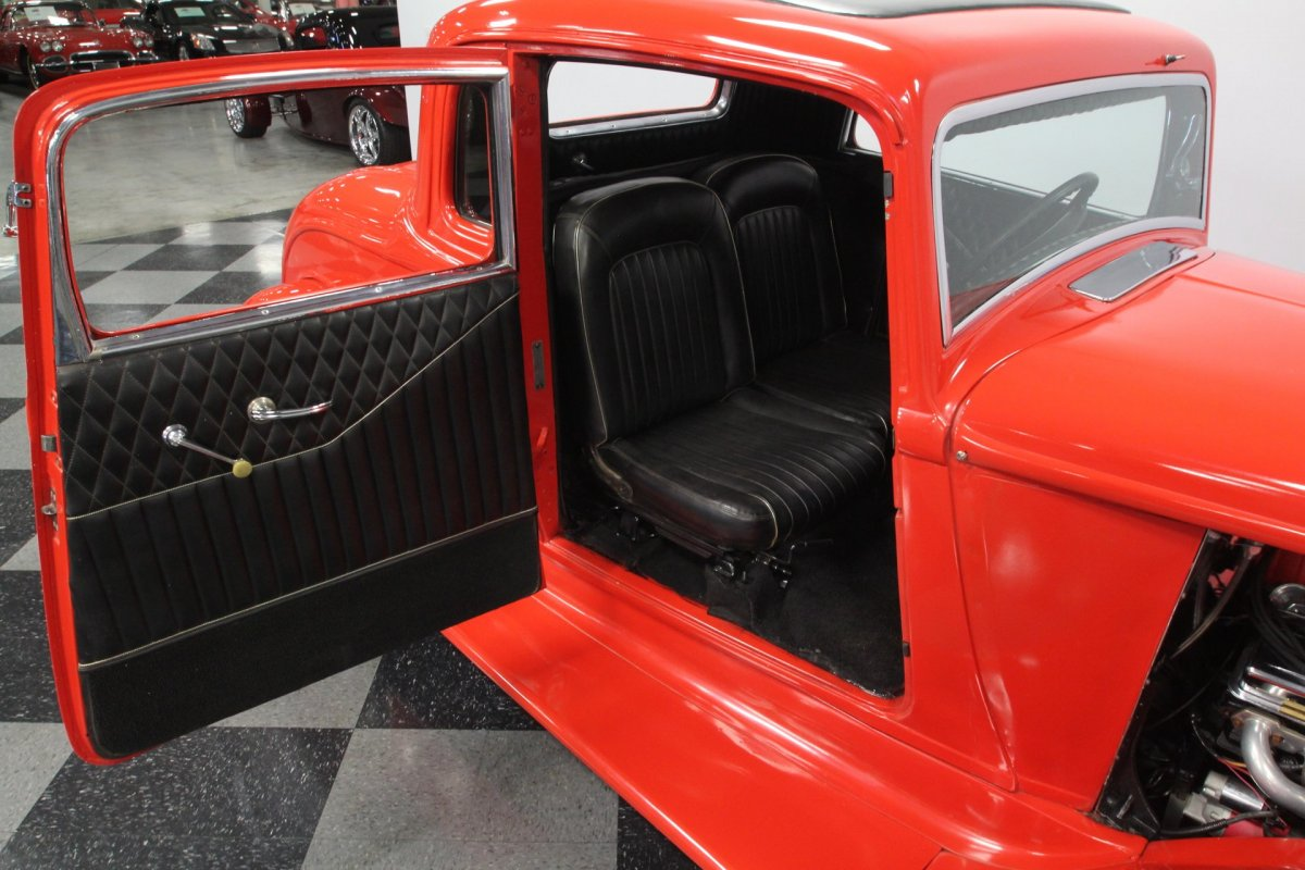 Seats in a 1933 Plymouth 5wd Coupe (5).jpg