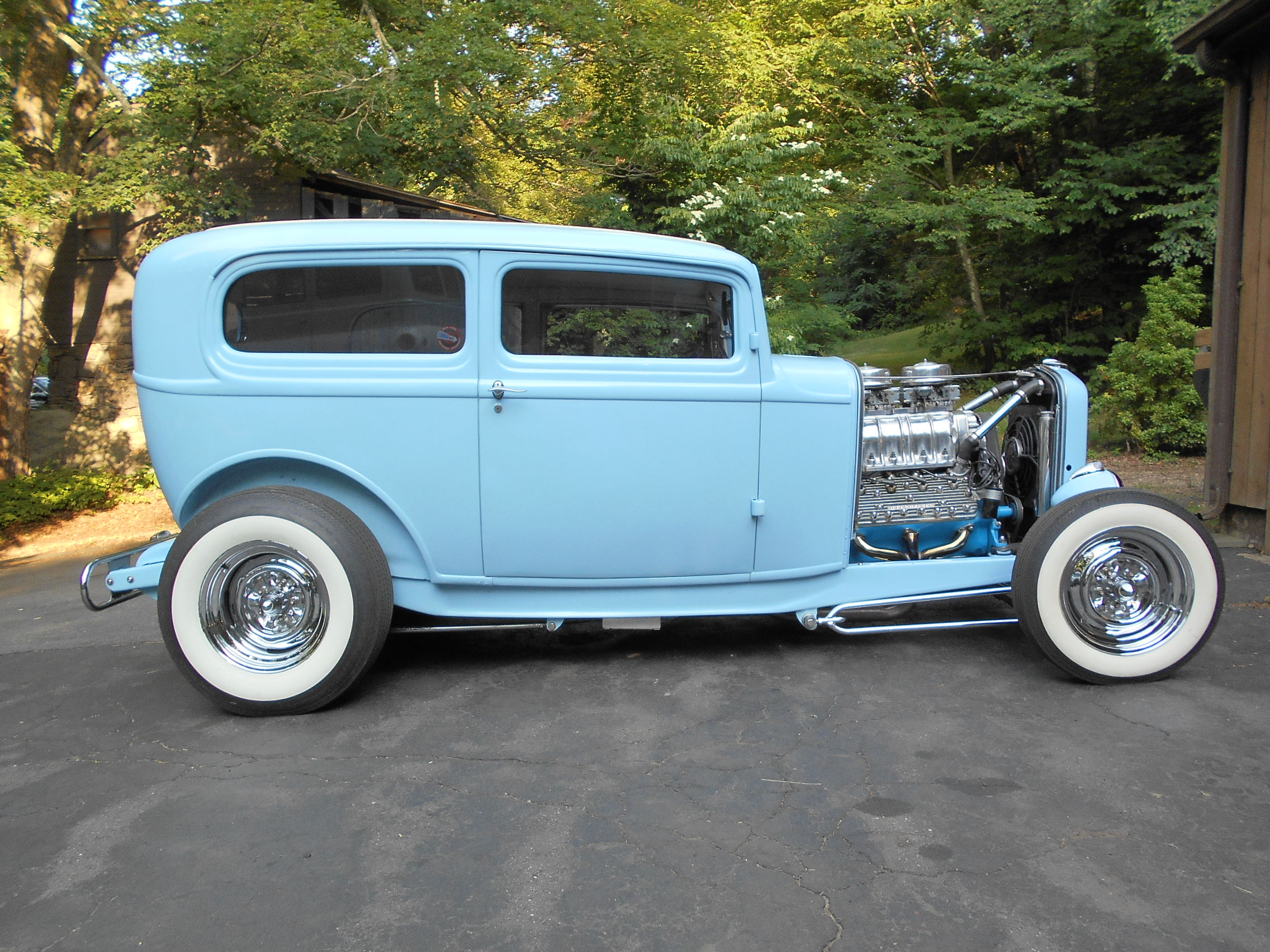 1932 Ford Sedan Supercharged Flathead Mag Feature Car