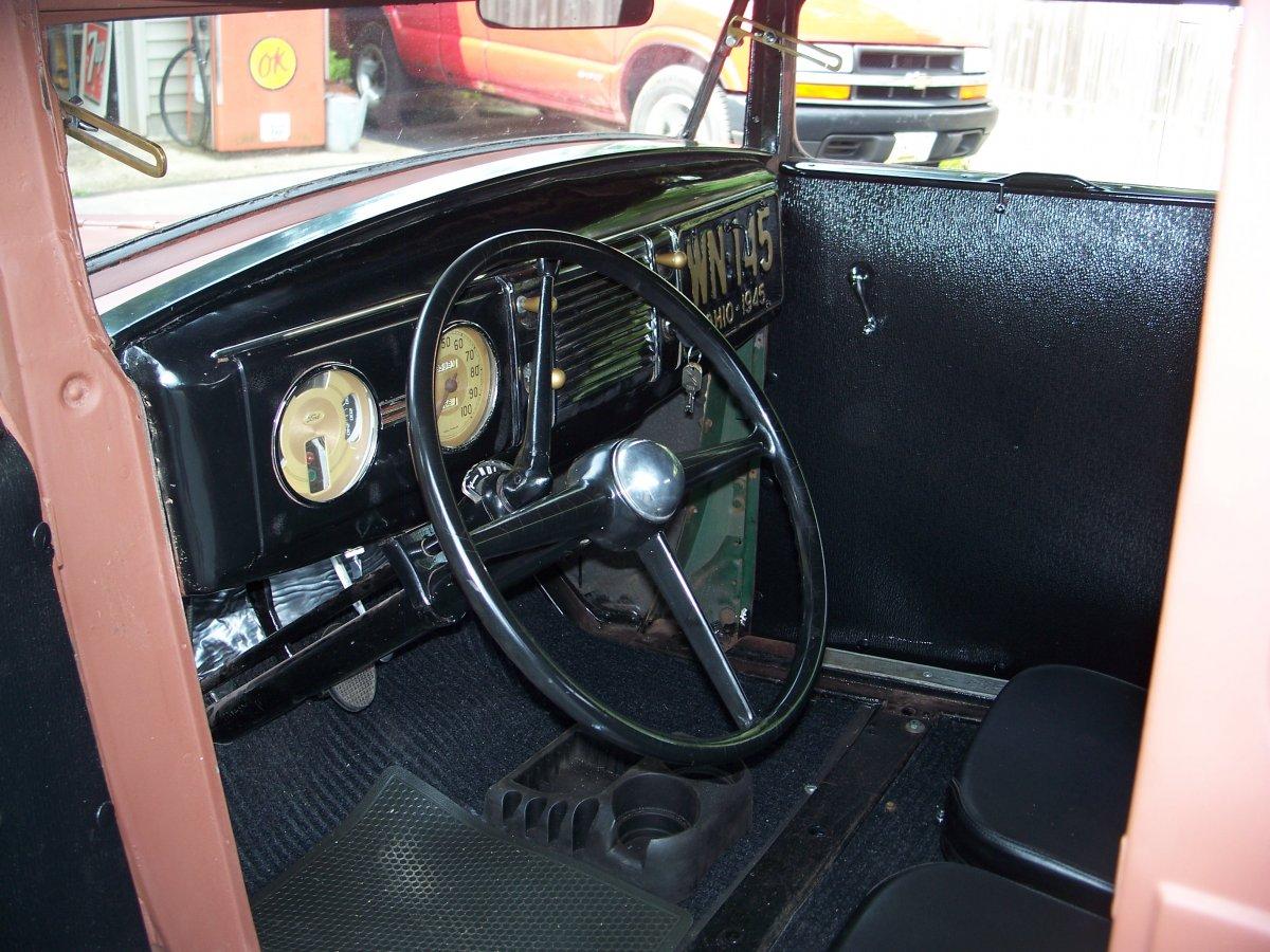 sedan motor & interior 004.JPG