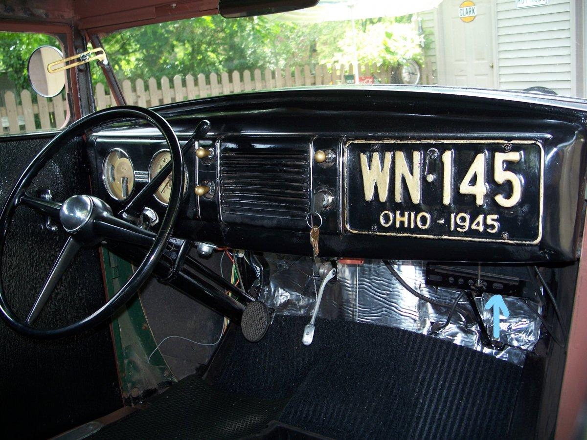 sedan motor & interior 006_LI.jpg