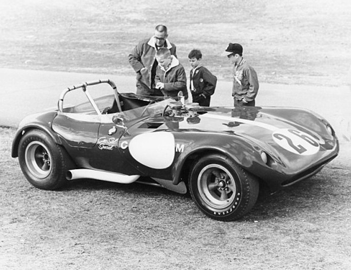 sport Cro-Sal Special… Cheetah roadster in the pits.jpg