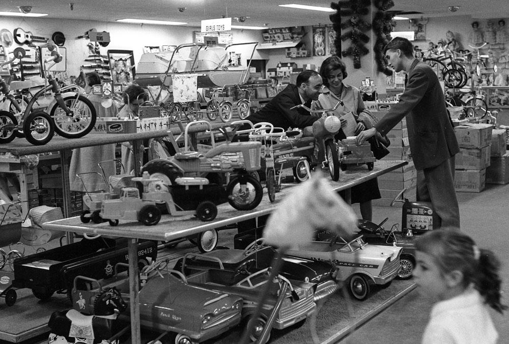 Store-22 Pedal car.jpg