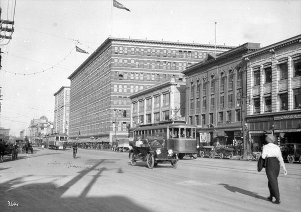 Store-9 Eaton Store 1914.jpg