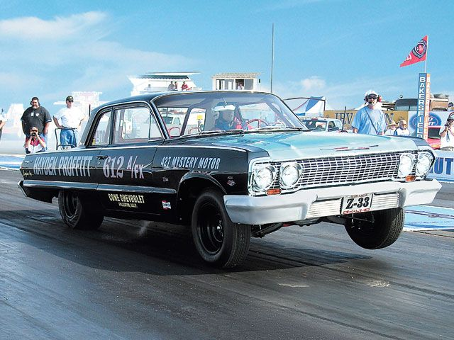 sucp_0703_01_z+1963_chevy_biscayne+front_view.jpg