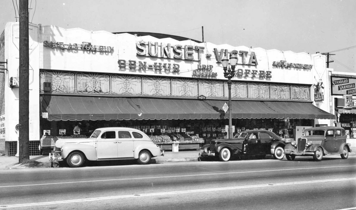 Sunset-Blvd.-Vista-Ave.-Market-Street-Scene-1930-and-1940s-Cars-1.jpg