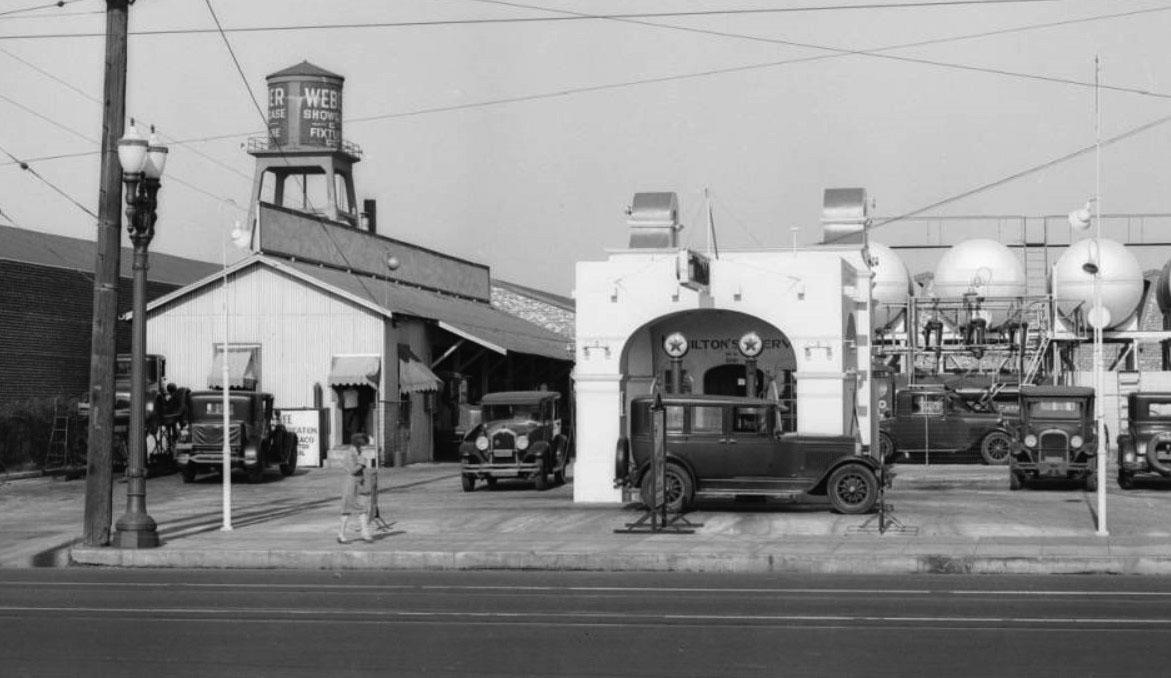 Texaco Station, Slauson,Avalon.jpg