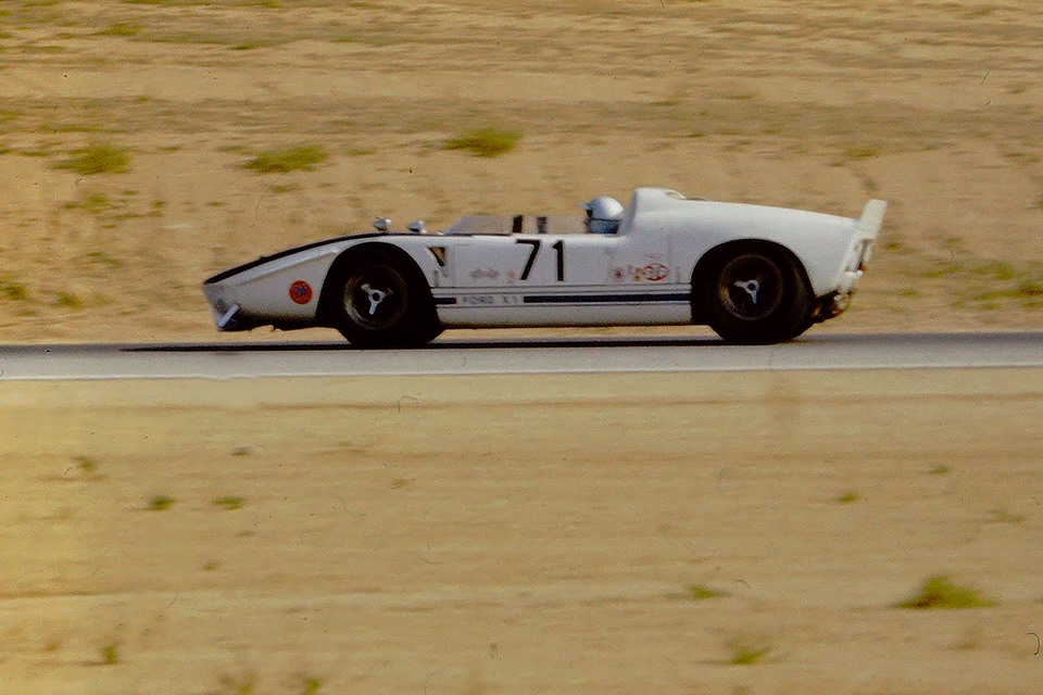 the Ford X1, a prototype GT40 built up by the McLaren team from one of two aluminium GT40 tubs...jpg