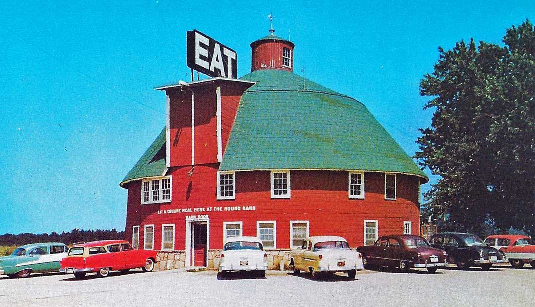 The-Round-Barn-Restaurant-1950s-Cars--1080x619.jpg