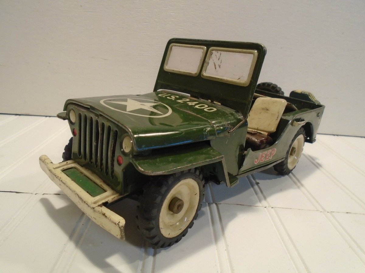 tin toy jeep.jpg