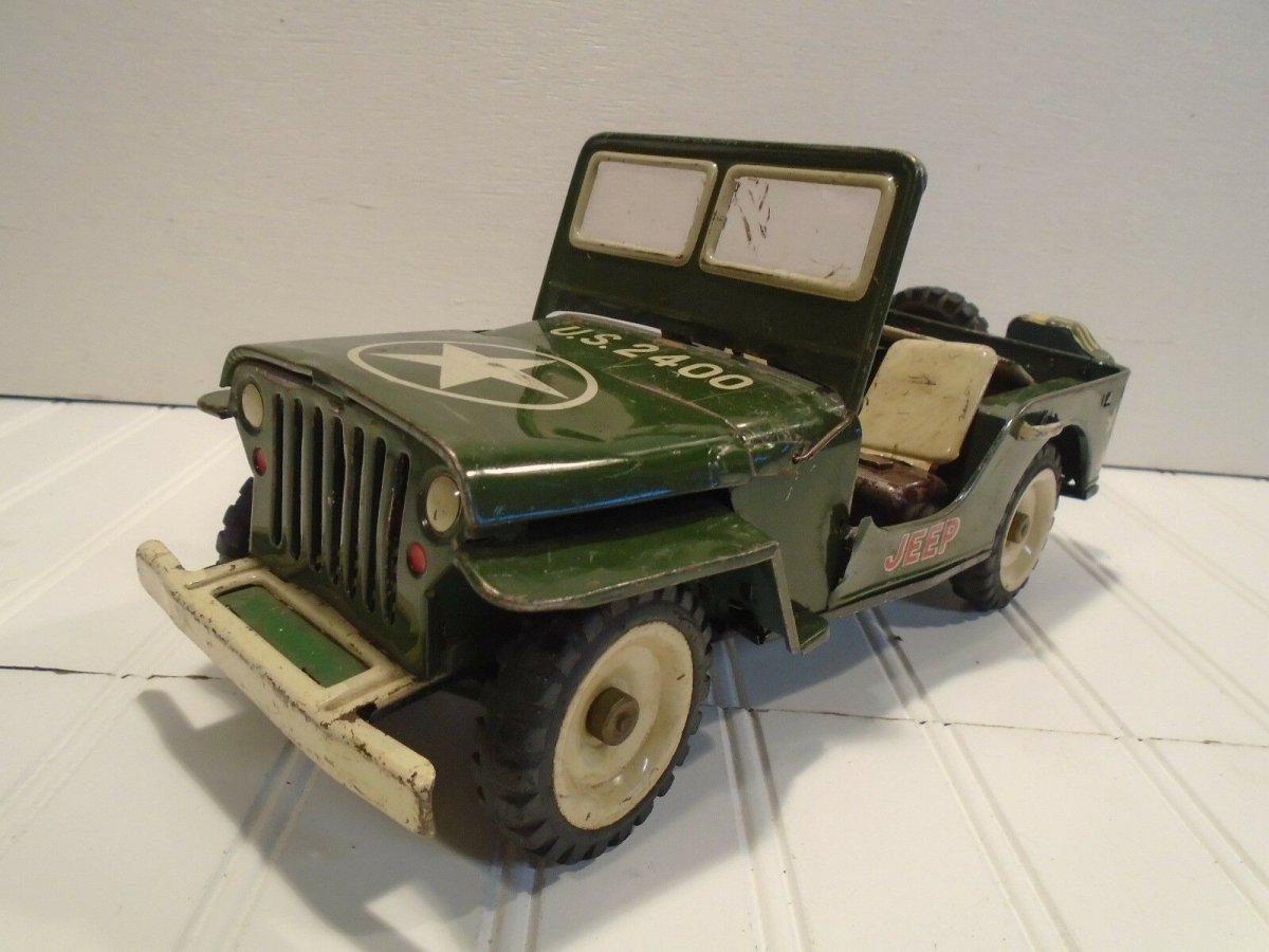 tin toy jeep.jpg