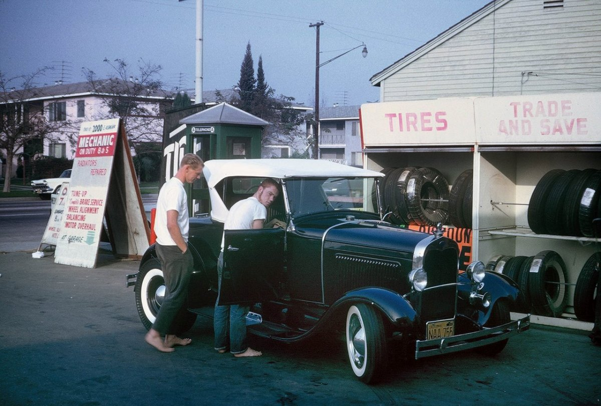 Tom Booth '30 Model A Roadster (Gas Station).jpg