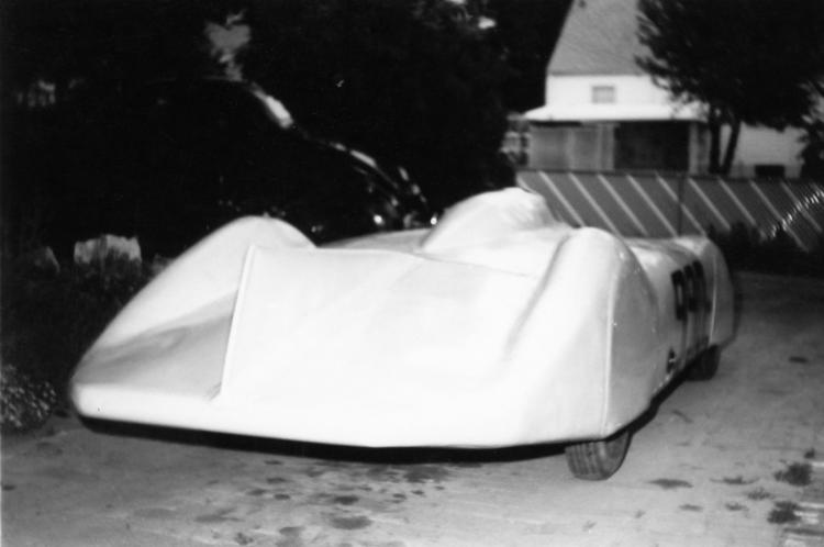 TOMMY THOMPSON\'S STREAMLINER 1 (by Joe Fontaine).jpg
