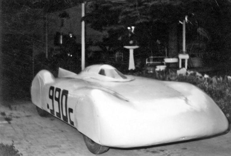 TOMMY THOMPSON\'S STREAMLINER 4 (by Joe Fontaine).jpg