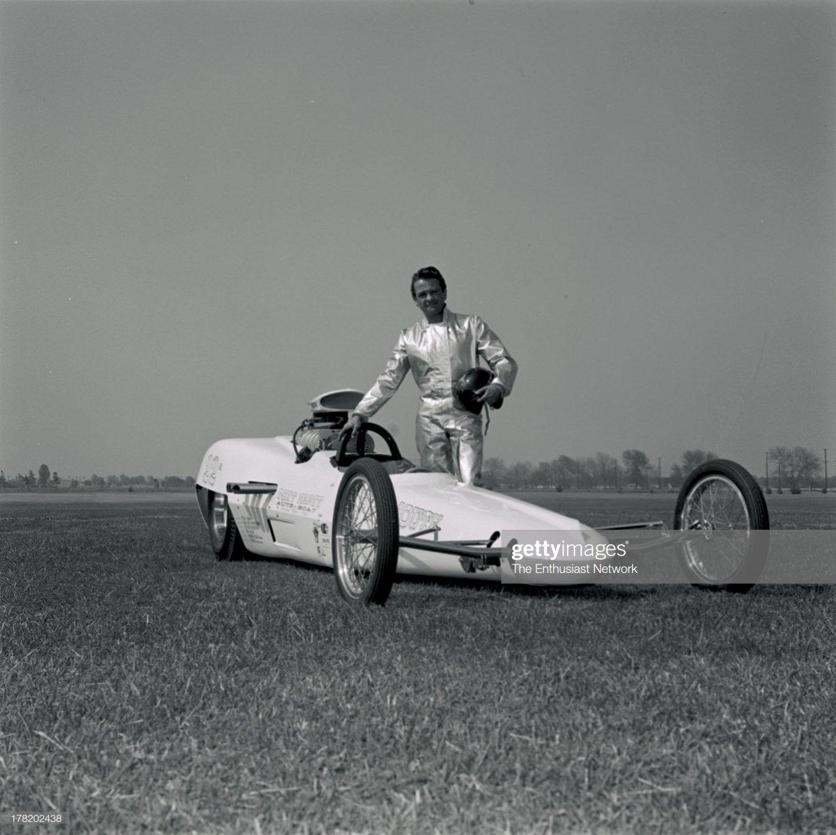 Tony Nancy Streamline Dragster - 1964..jpg