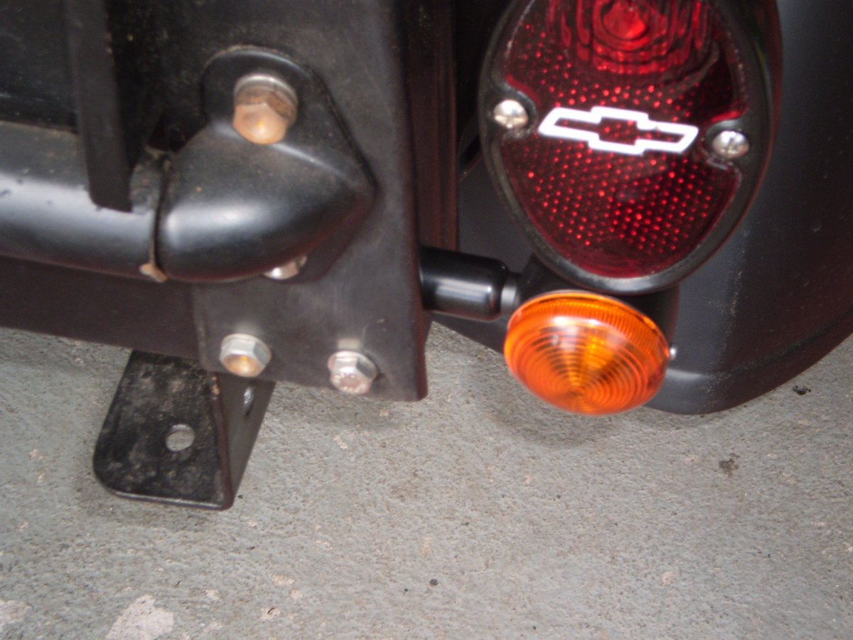 turnsignals with spacers fitted 001.JPG