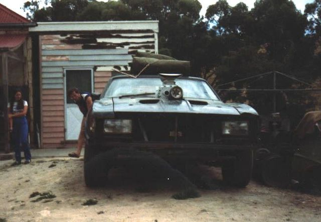 V8-Interceptor-at-Scrap-Yard.jpg