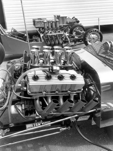 vintage-hemi-hot-rod-drag-race-engine_a-G-6188289-4985769.jpg