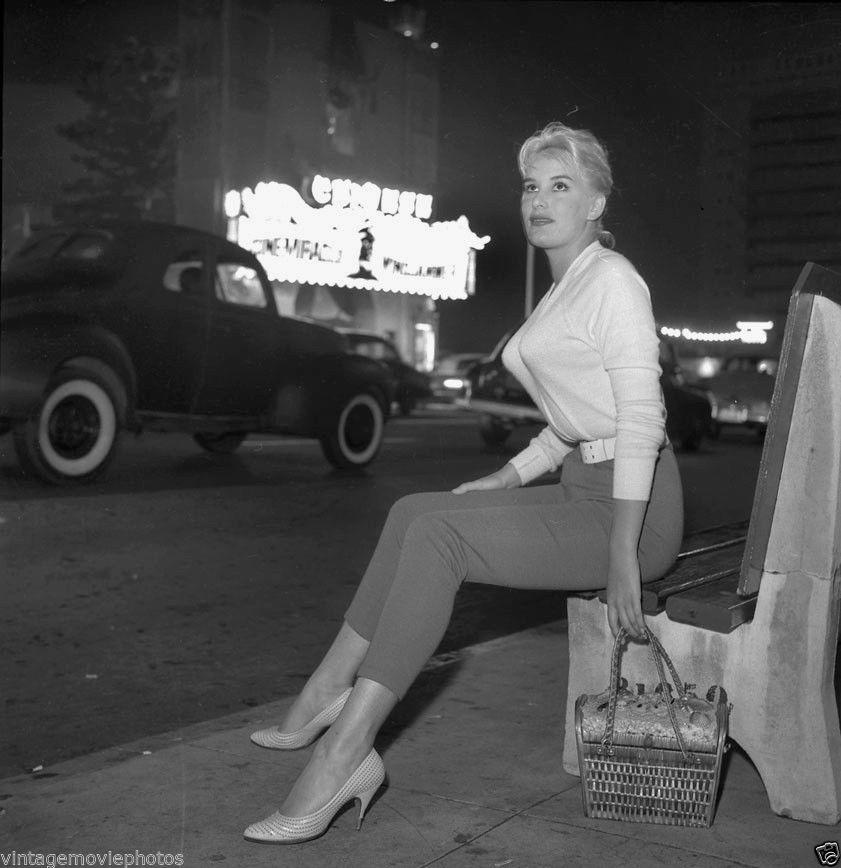 Vintage-JUNE-WILKINSON-Original-BW-PIN-UP-MODEL-120-Film-Negative-NUDES-2.jpg