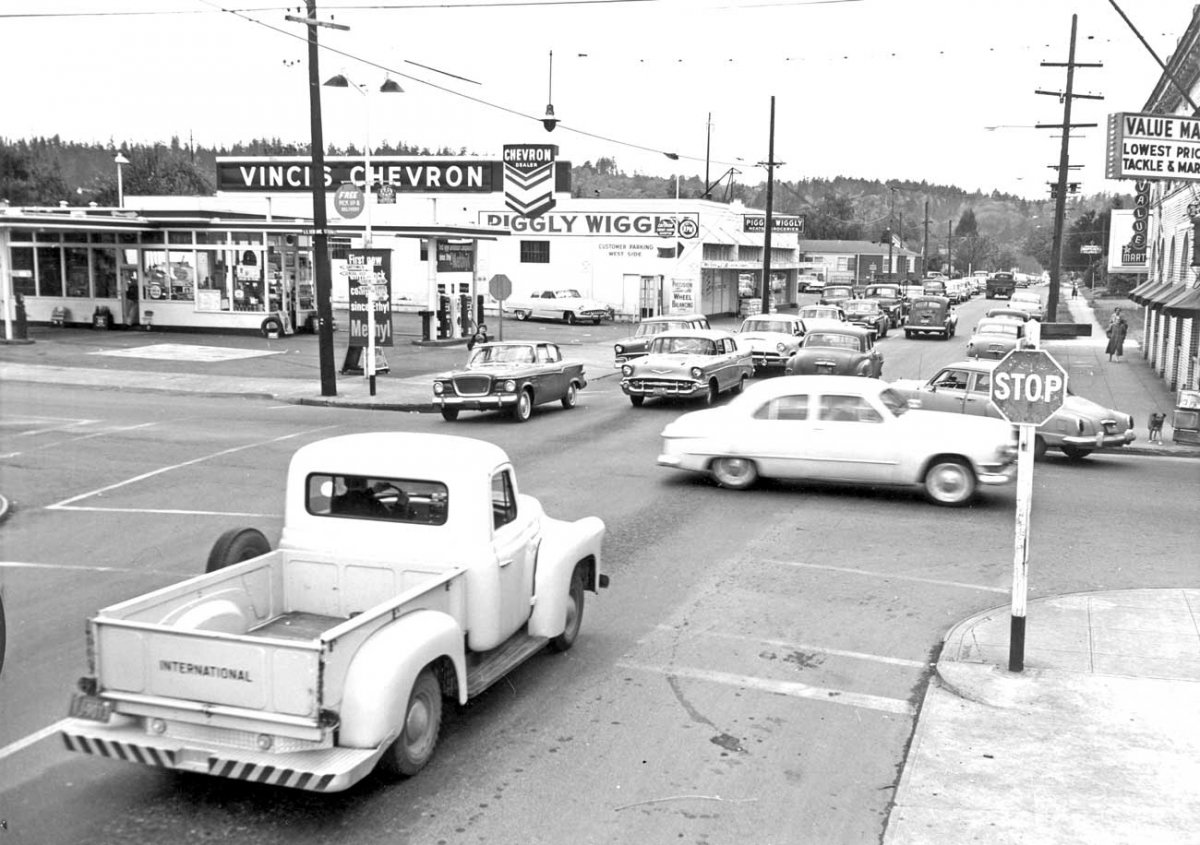 Vintage-Portland-Oregon-Street-Scene-1950s-and-1960s-Cars.jpg