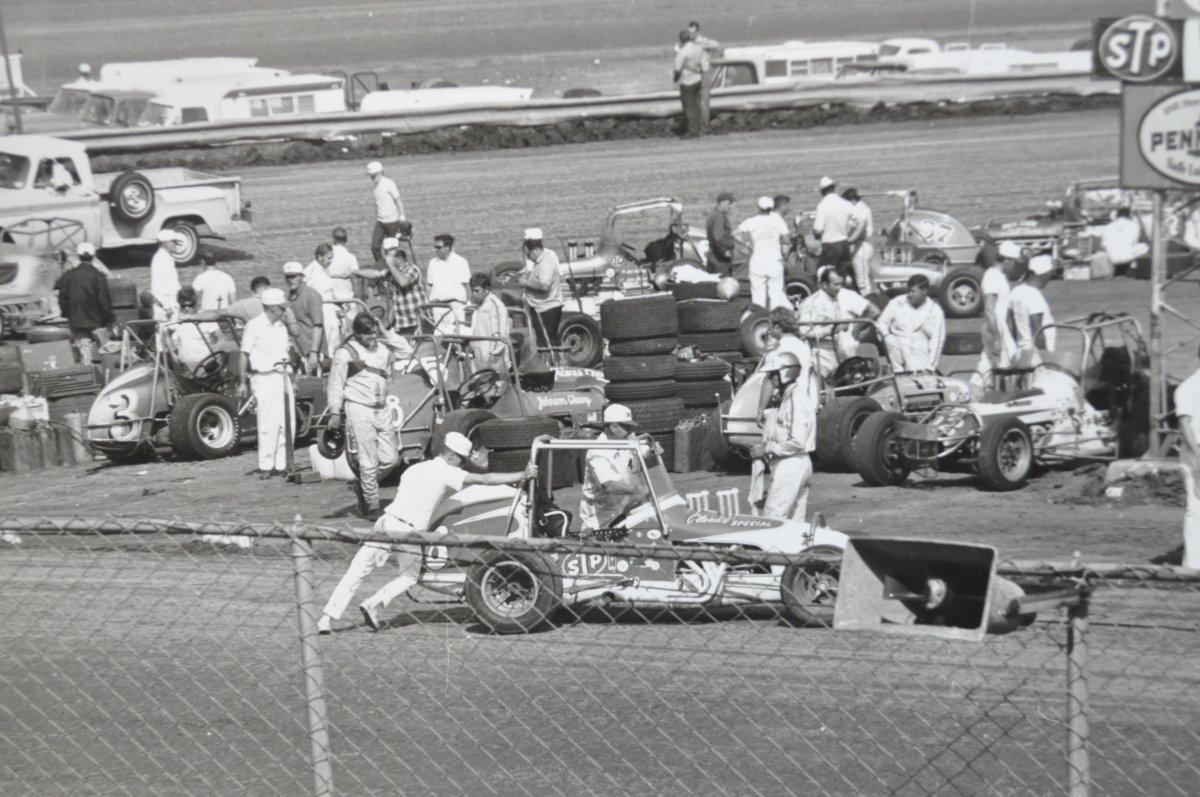 vintage racing pics for the hamb 013.JPG