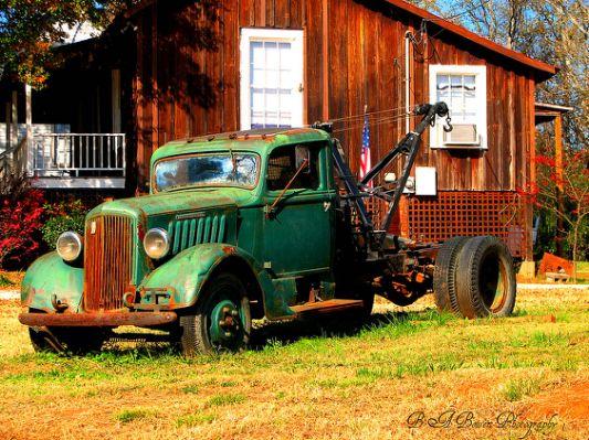 vintage-tow-truck.jpg.cf.jpg