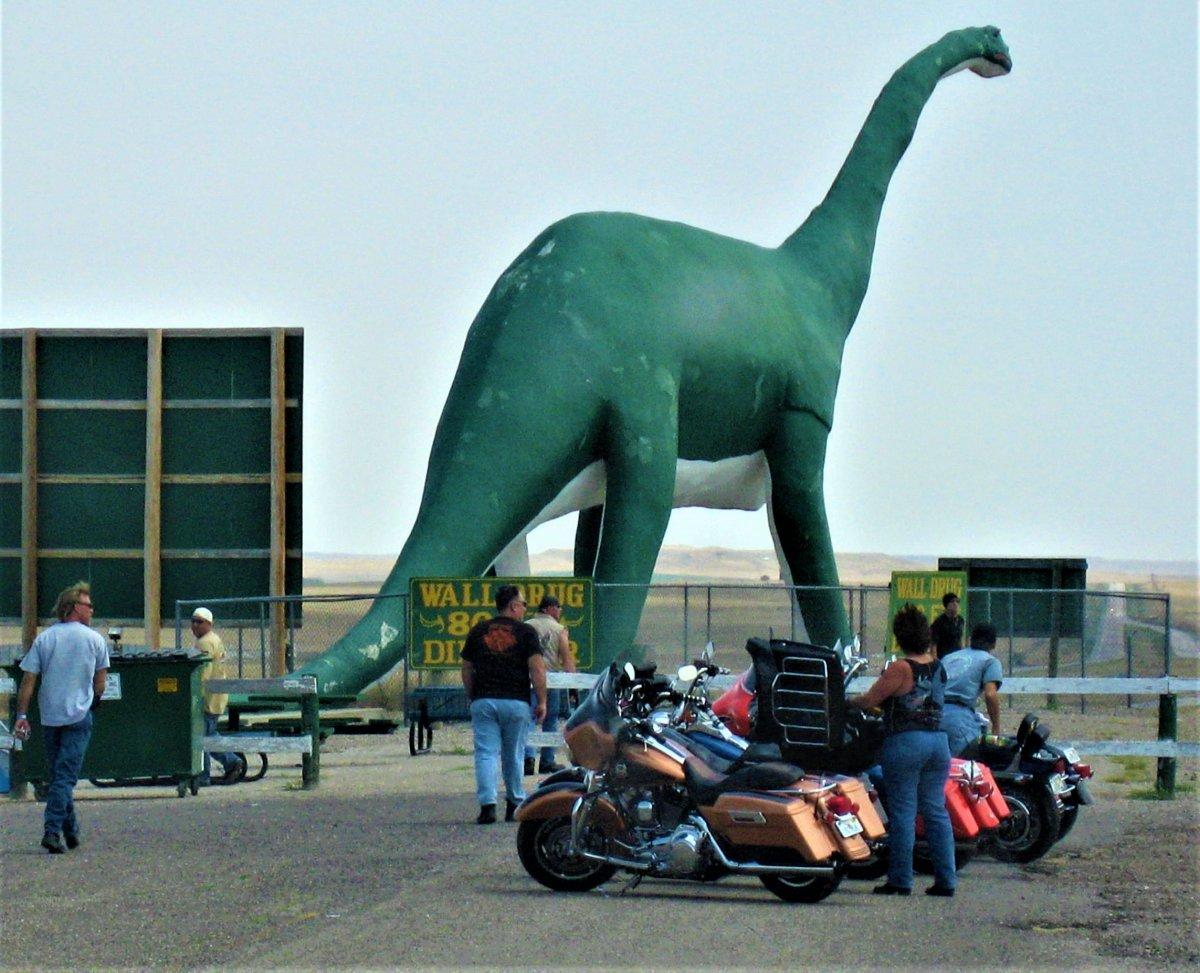 wall drug green dinosaur with bikers 2.JPG