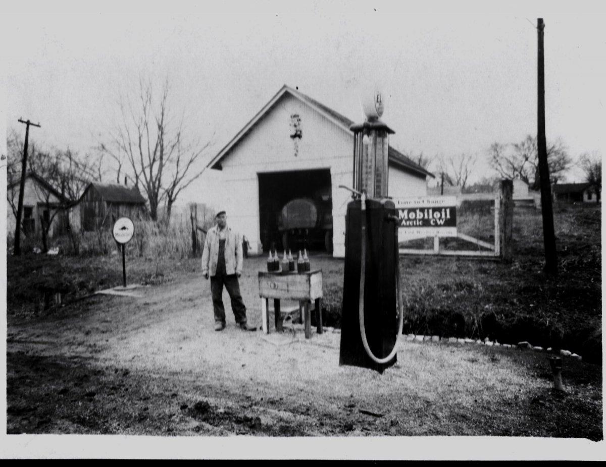 Webb's gas station 1934.jpg