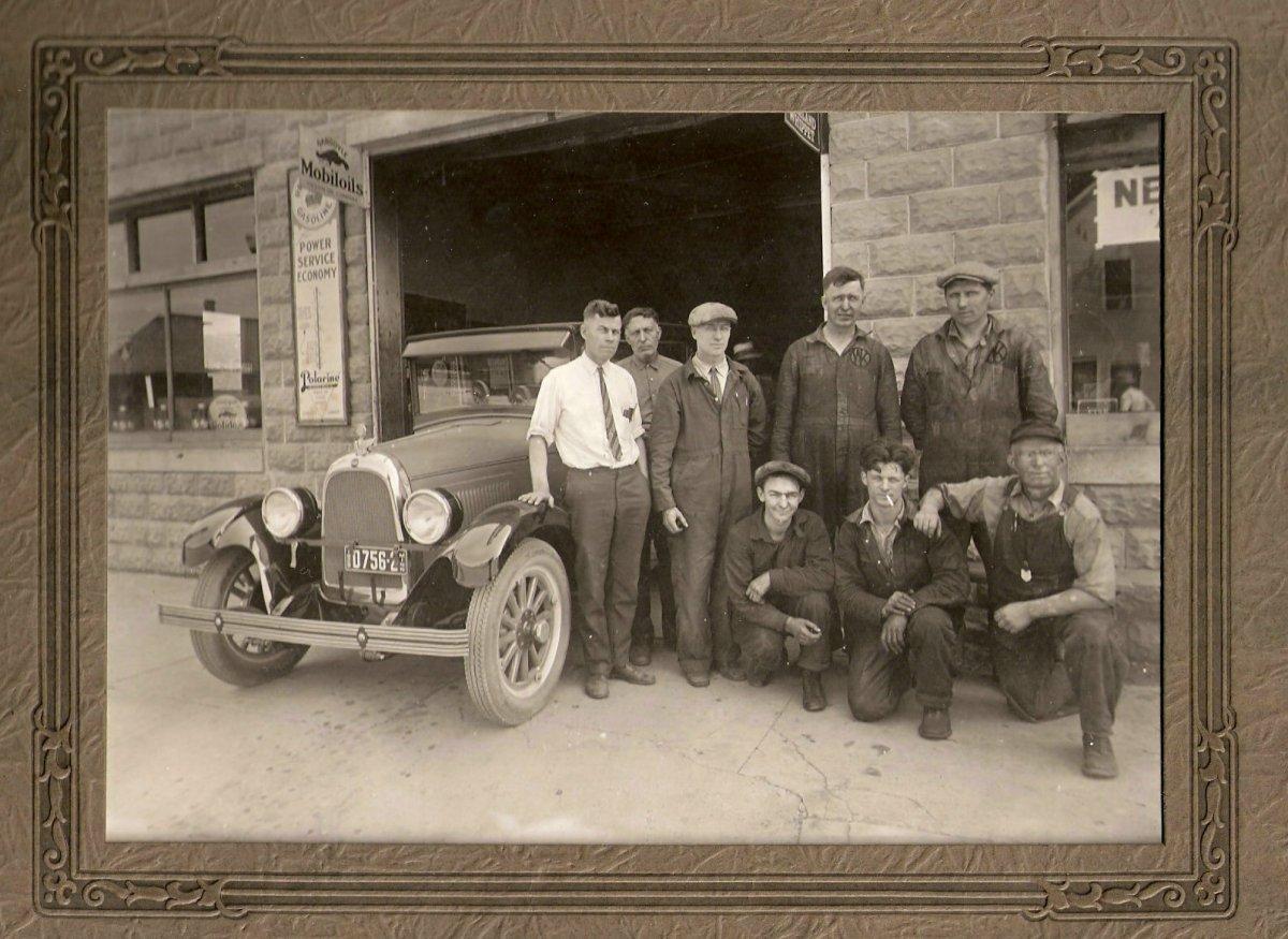 Wheaton MN Auto Employees July 1928.jpg
