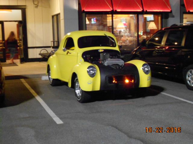 Willys at Ruby Tuesdays.JPG