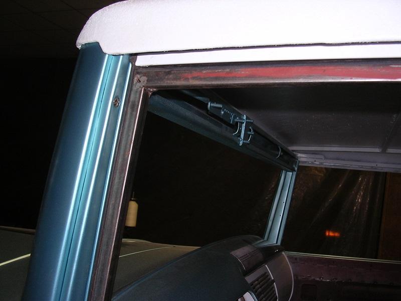 window seal fit against gaskets.jpg