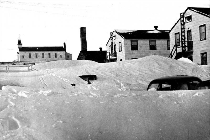 winter1949snowdrifts.jpg