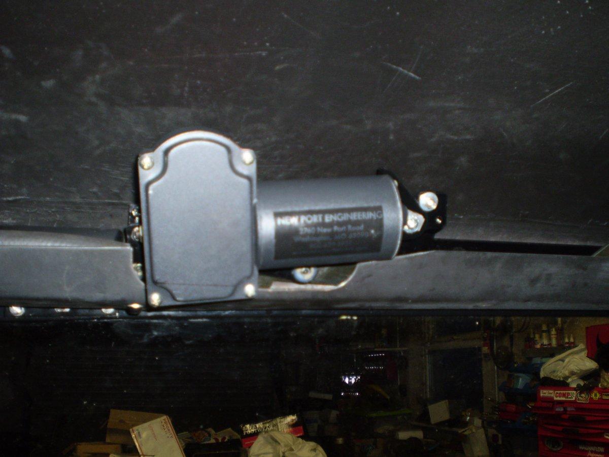 wiper motor bolted in 1 001.JPG
