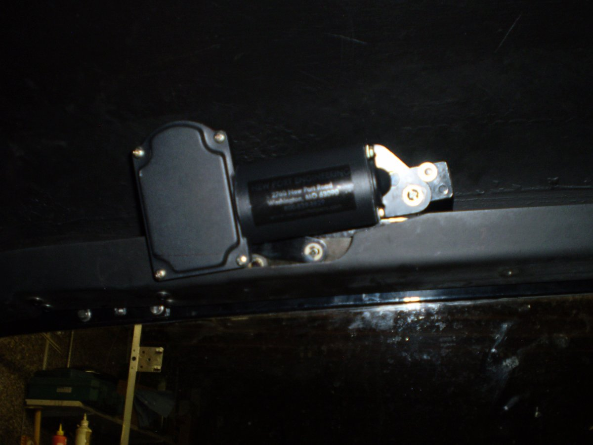 wiper motor bolted in 1 002.JPG