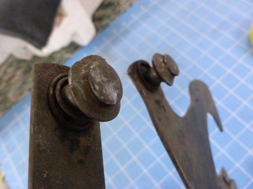 wndw reg pass side rear bent spools  R.jpg