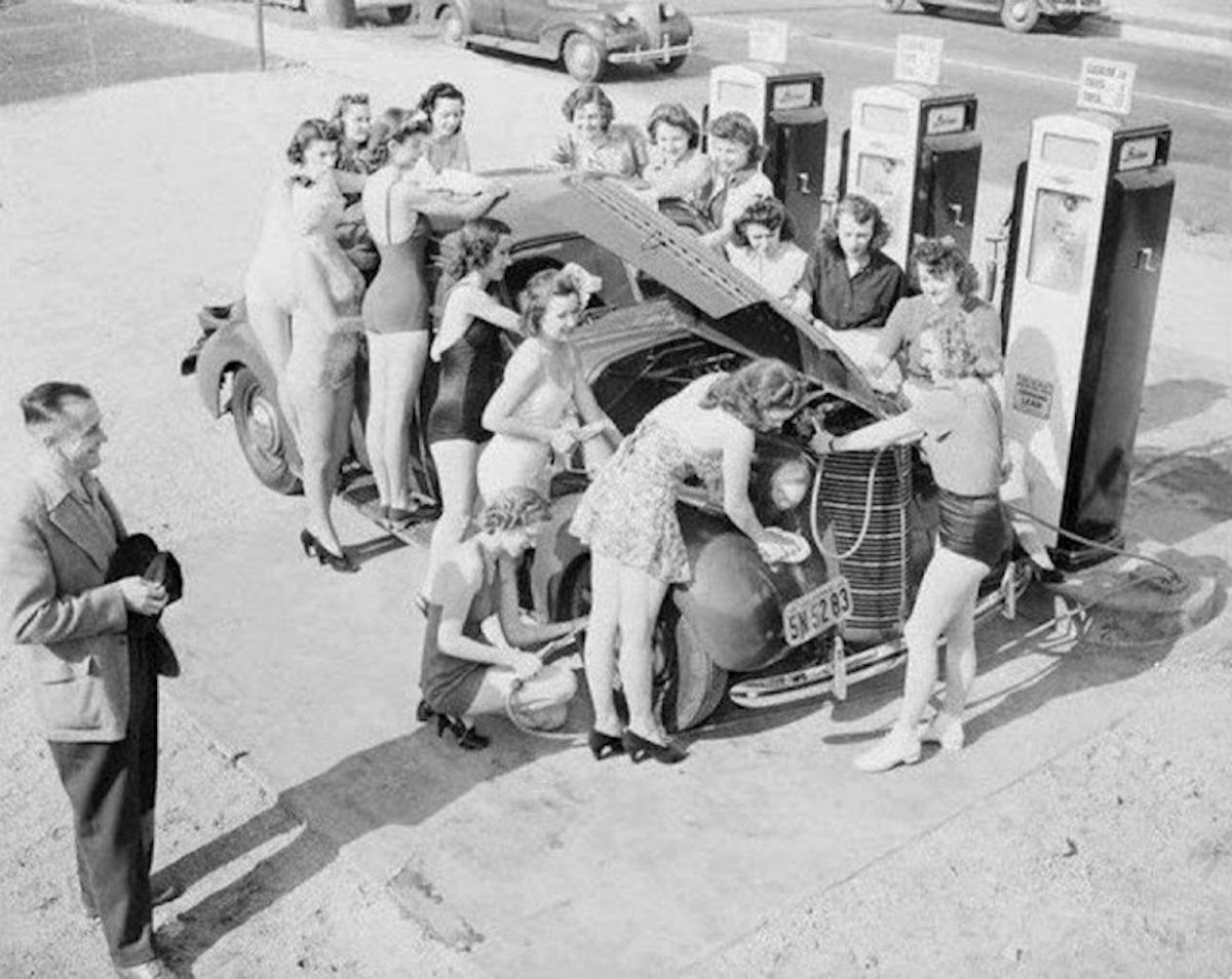 Women-Washing-Cars-in-the-Past-21.jpg