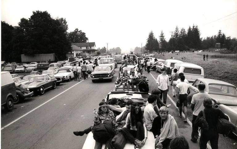 Woodstock_line_of_cars_l.jpg