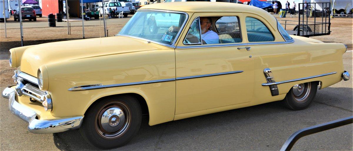 yellow ford at famoso.JPG